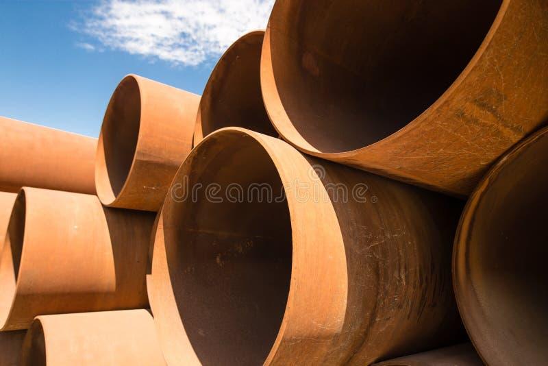 大生锈的金属管子作为背景 库存图片
