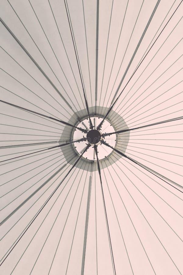大白色帆布屋顶帐篷结构  库存图片