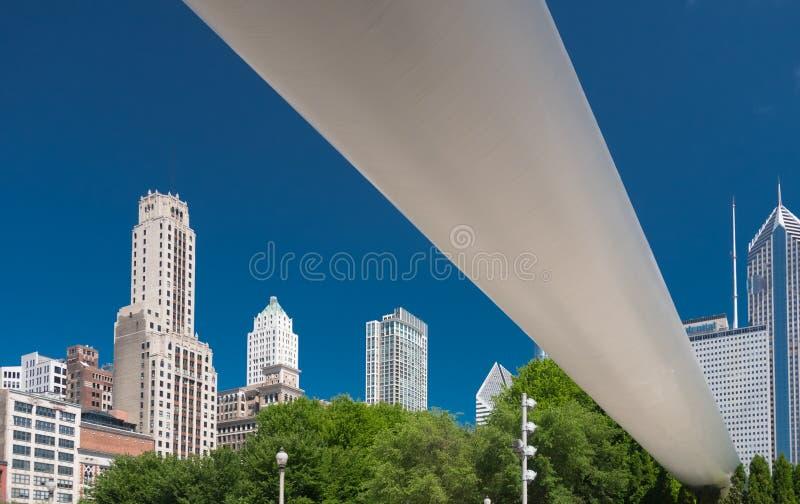大白色桥梁在芝加哥街市  免版税库存图片