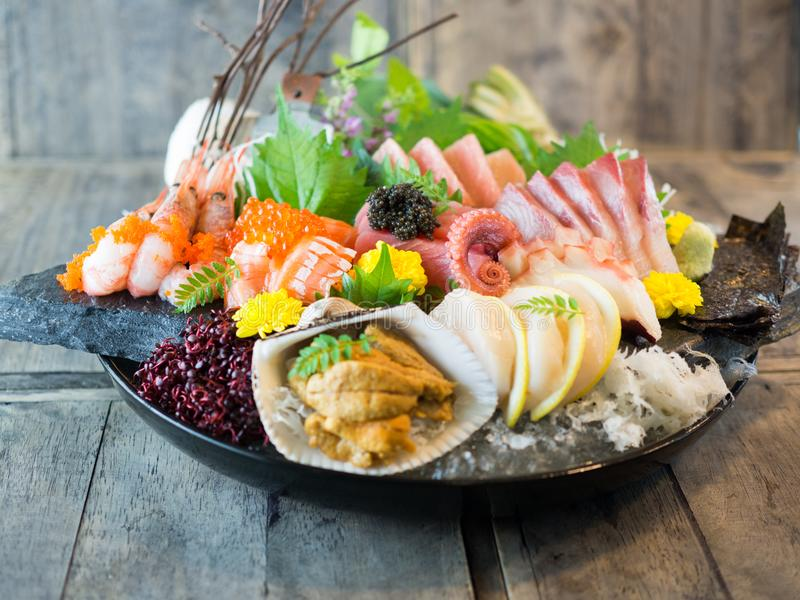大碗日本生鱼片 免版税库存图片
