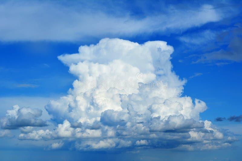大积云看起来天空船或妄想 库存照片
