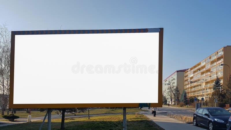 大空白的广告横幅标志都市公开白色被隔绝的裁减路线广告模板嘲笑  库存照片