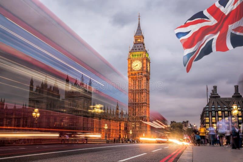 大笨钟和议会在晚上,伦敦,英国之家 免版税库存照片