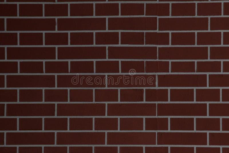 大红褐色的老破旧的砖墙正方形背景纹理 减速火箭的都市Brickwall框架墙纸 脏的织地不很细黏土砖 库存照片
