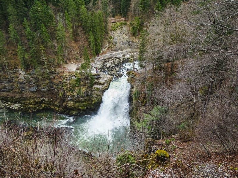 大约杜省的Saut du杜省最大的瀑布 免版税图库摄影