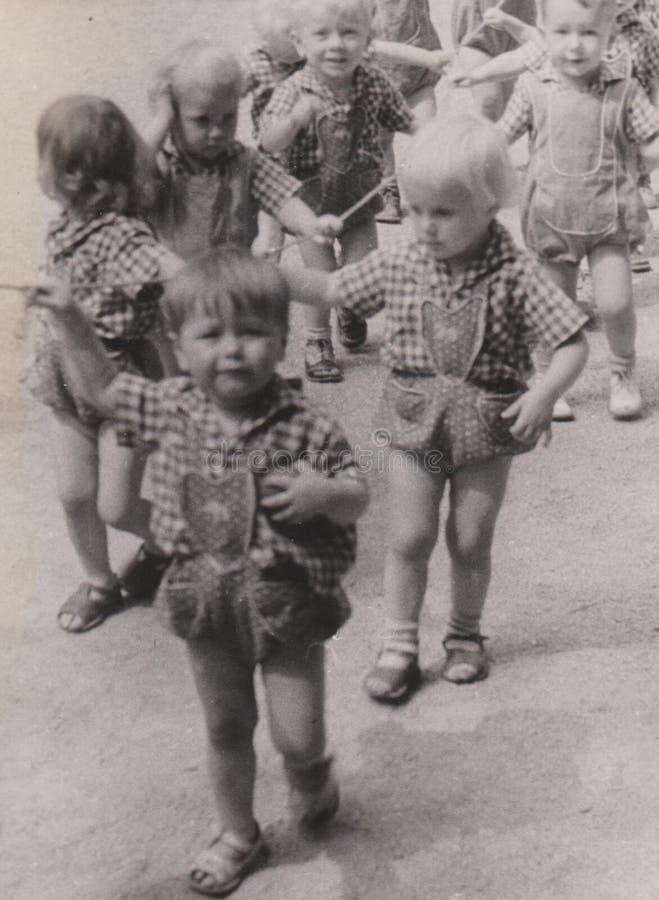 大约1940-50 ` s幼儿园的DT00033匈牙利哄骗孩子 库存照片