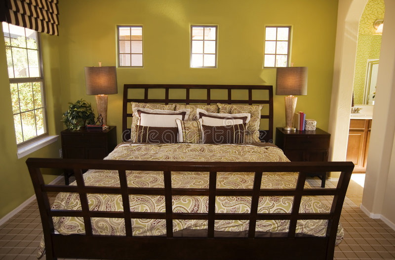 大美丽的卧室 库存照片