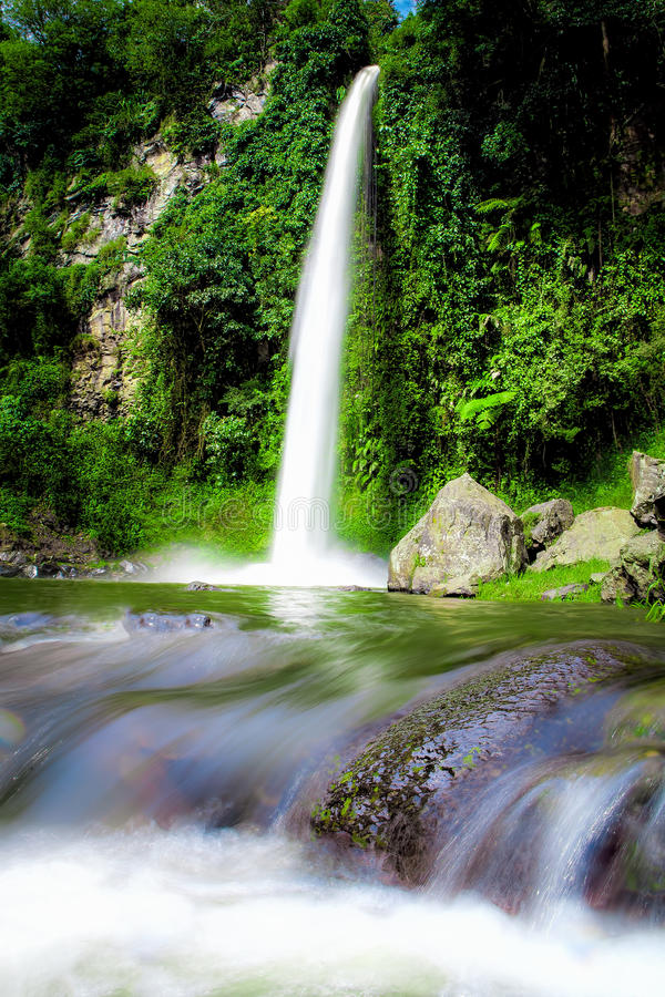 大美丽的自然瀑布在万隆印度尼西亚 库存图片