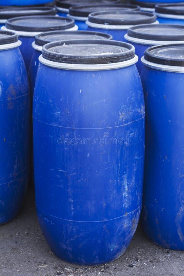 大老塑料桶 库存照片