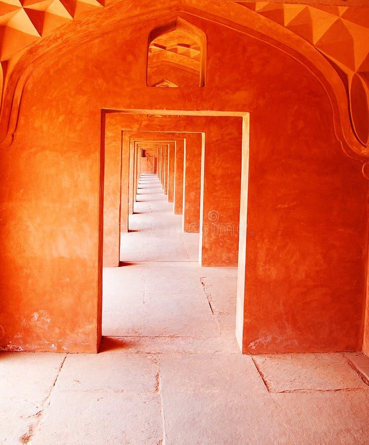 大胆的橙色门道入口,无休止的印度 图库摄影