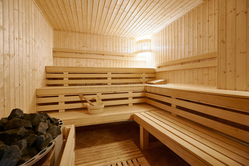 大芬兰式蒸汽浴内部 免版税库存照片