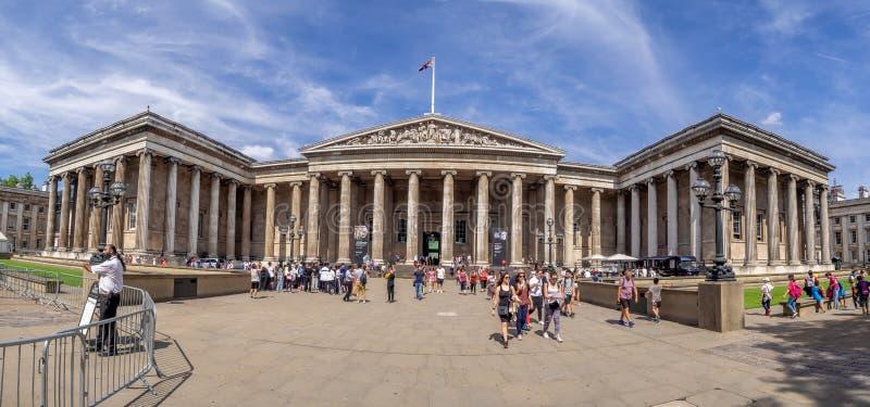 大英博物馆的外部门面的全景 库存照片