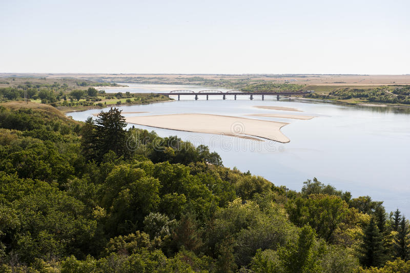 大草原河和农田 库存照片