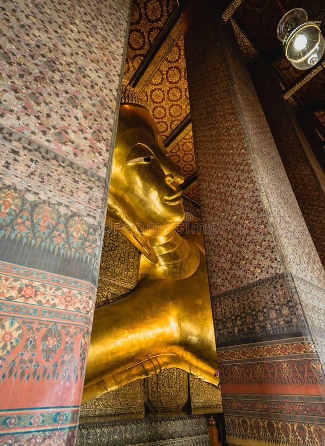 大菩萨金雕象,特写镜头金黄菩萨, Wat Pho,泰国 免版税库存图片