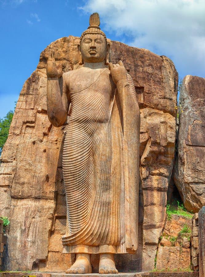 大菩萨雕象被雕刻在岩石外面 斯里兰卡,阿努拉德普勒 免版税库存照片