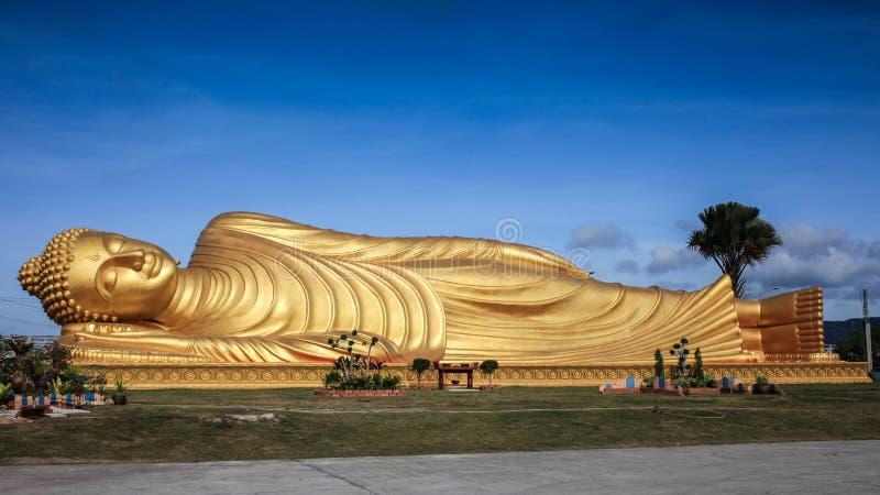 Download 大菩萨 库存图片. 图片 包括有 雕象, 聚会所, 泰国, 天空, 金子, 休眠, 寺庙, 军舰, 佛教 - 30333411