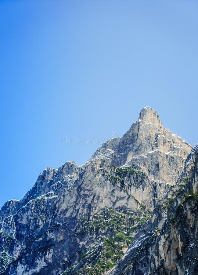 大落矶山脉的美丽的射击与清楚的天空蔚蓝的 库存图片