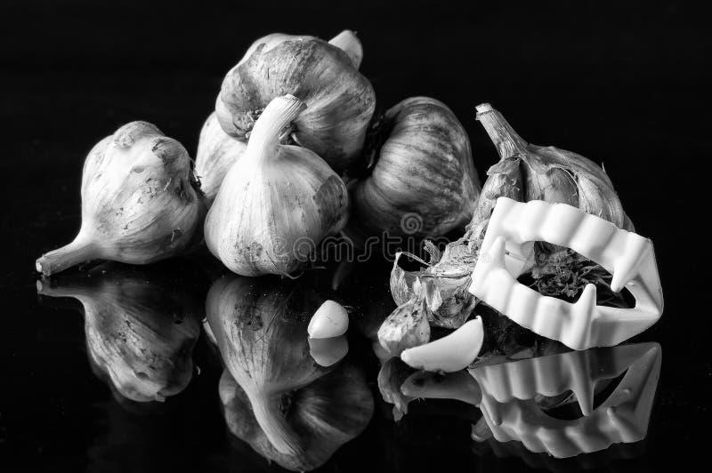 大蒜和牙 免版税库存照片