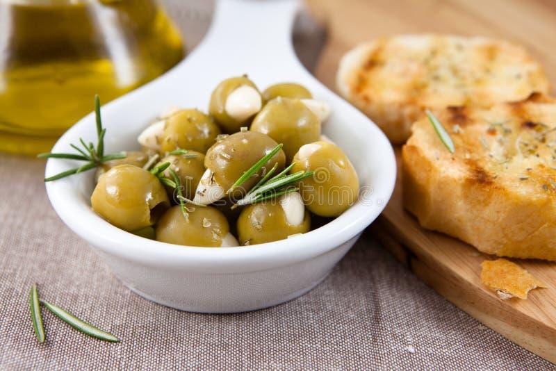 大蒜橄榄腌制了 免版税库存照片