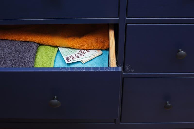 大藏匿处以防不时之需金钱,在家暗藏 免版税图库摄影