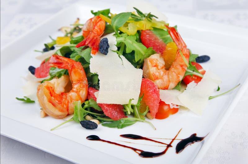 Download 大虾和蔬菜沙拉 库存图片. 图片 包括有 绿色, 可怕地, 特写镜头, 东方, 苹果酱, 聚会所, 膳食 - 62538483