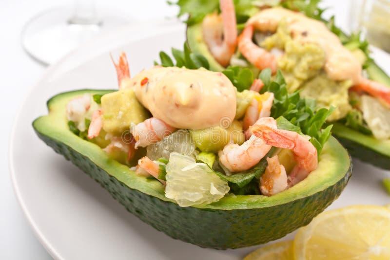大虾和鲕梨沙拉 免版税库存图片