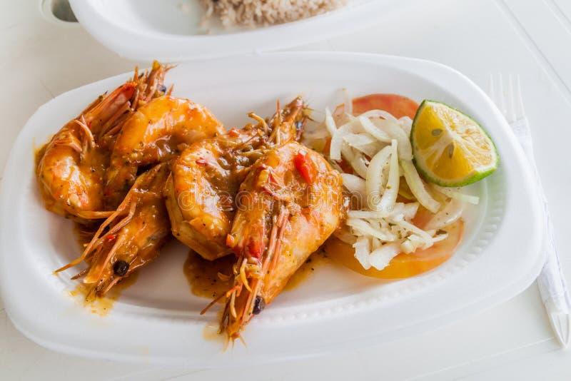 大虾小板材在巴拿马Ci的梅卡度de Mariscos Seafood市场上 库存照片