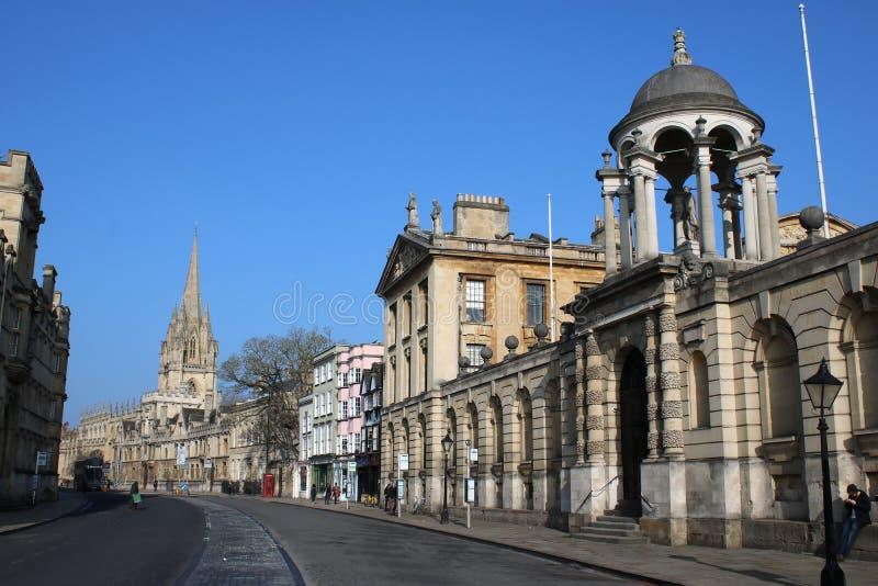 大街和女王学院,牛津,英国 免版税库存图片