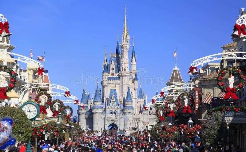大街和灰姑娘城堡在不可思议的王国,佛罗里达 免版税库存照片