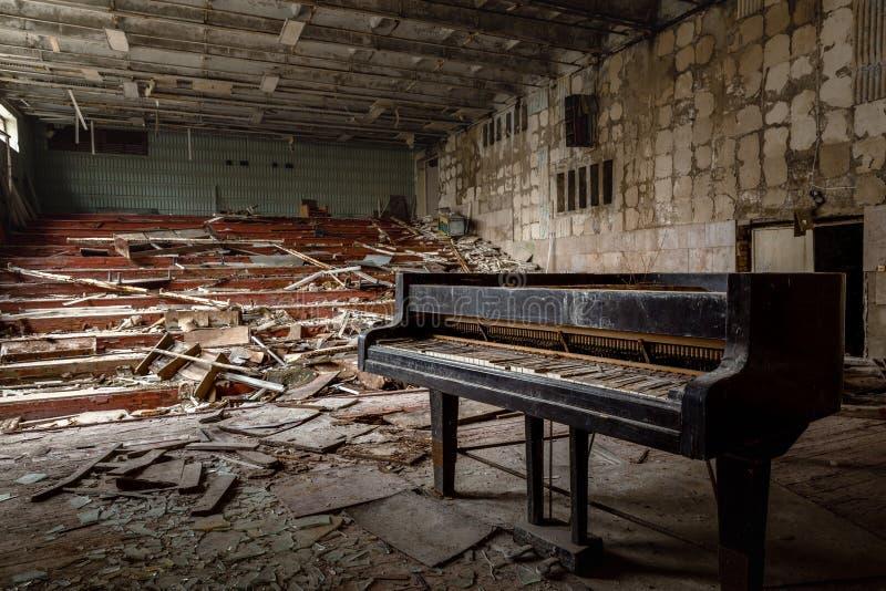 大被放弃的音乐厅在Pripyat,切尔诺贝利禁区2019年 库存照片