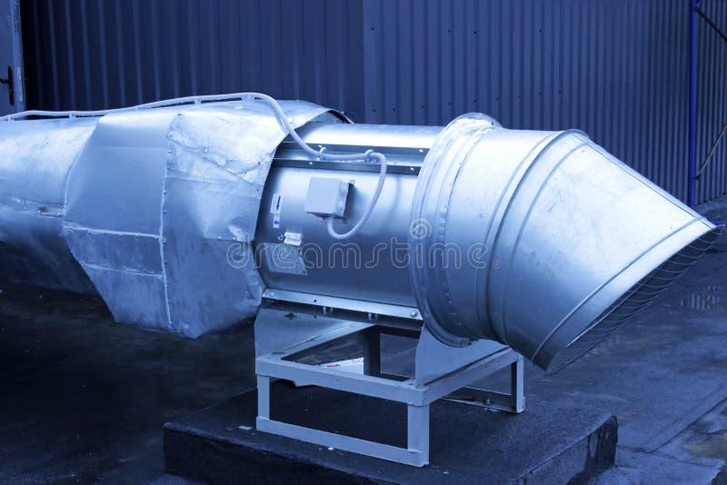 大被镀锌的空气排气管 免版税图库摄影