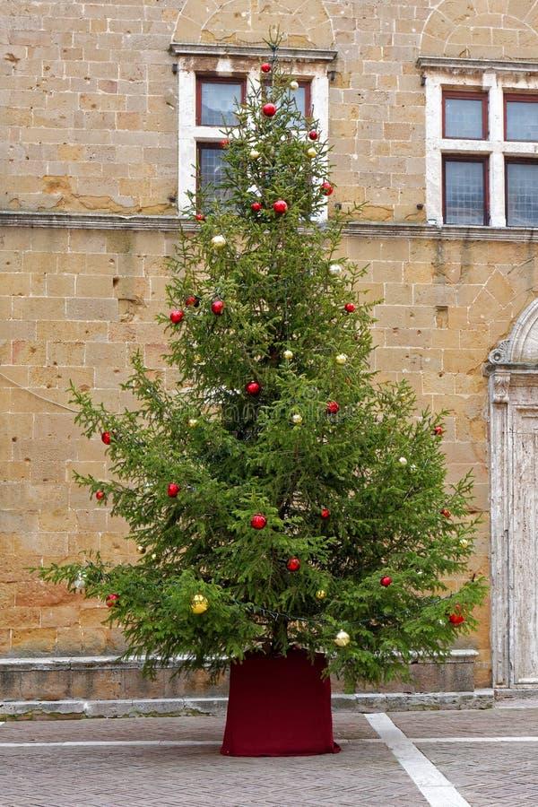 大装饰的圣诞节xmas树街道 库存照片