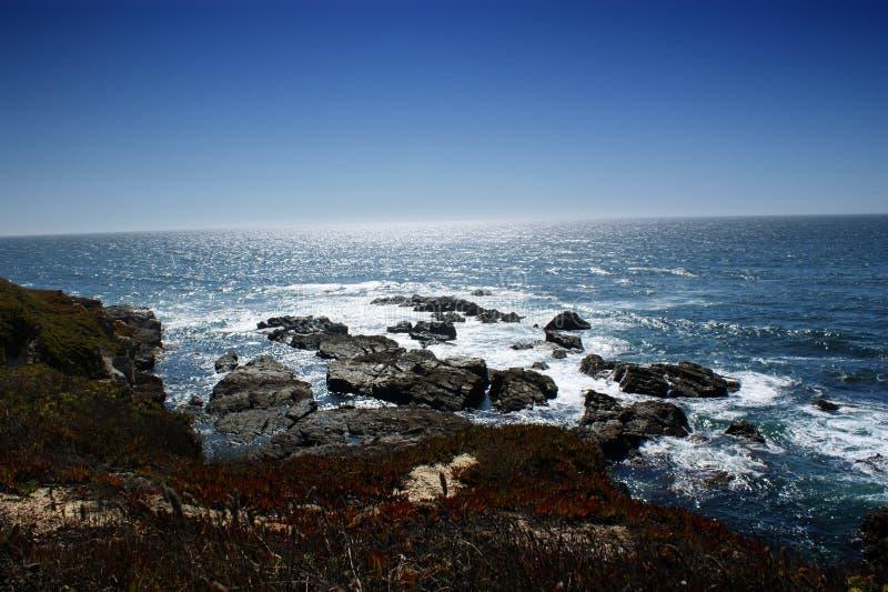 大西洋的美丽的景色从肋前缘de Sines,葡萄牙的 免版税库存图片