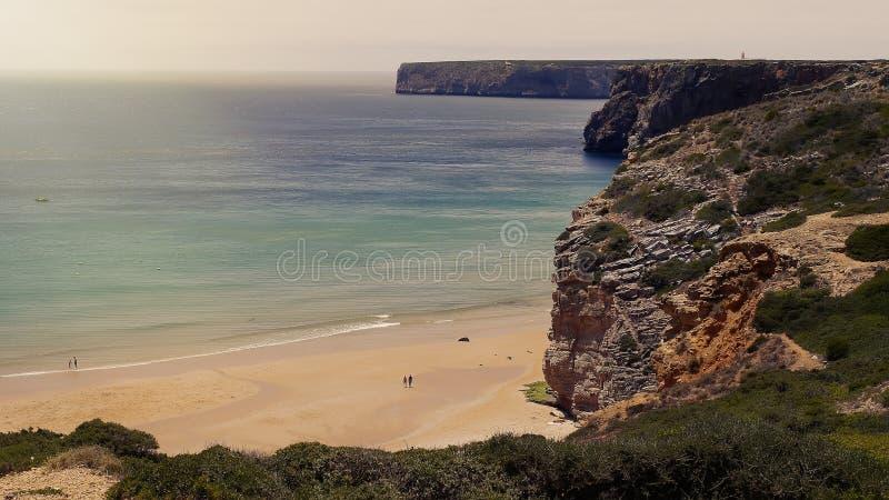 大西洋和峭壁在萨格里什 葡萄牙阿尔加威 图库摄影