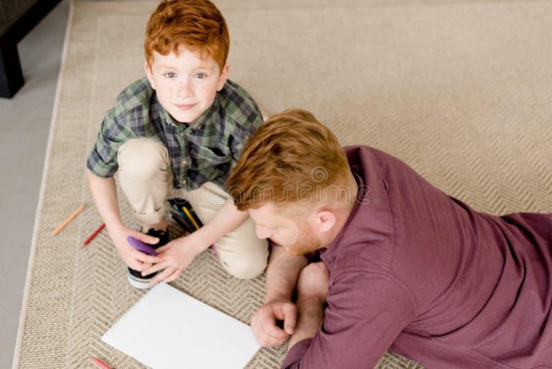 大角度观点的逗人喜爱的小男孩 库存图片