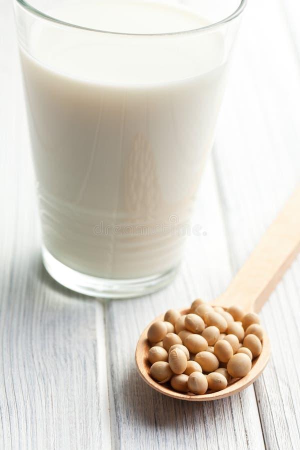大豆豆和豆奶 免版税库存照片