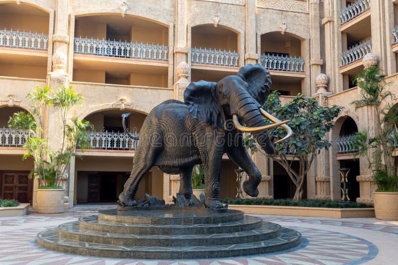 大象在太阳城,失去的城市在南非 免版税库存照片