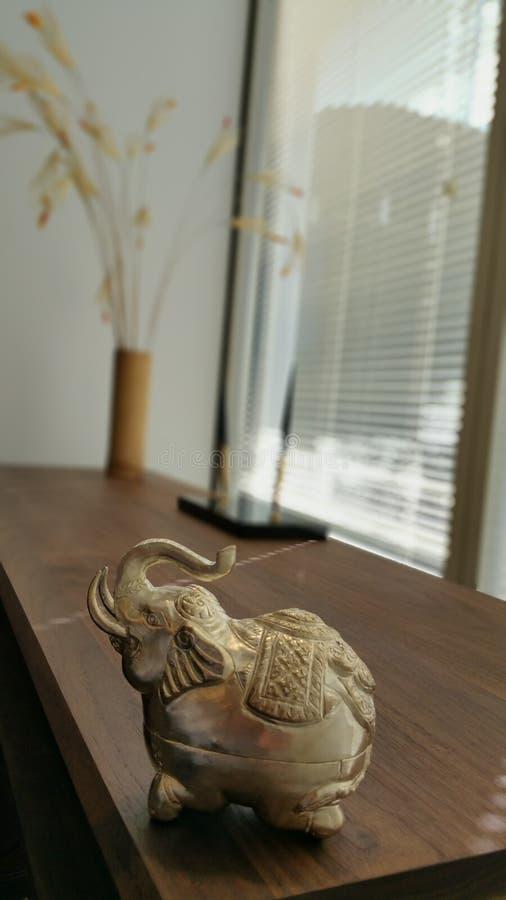 大象在屋子里 免版税库存图片