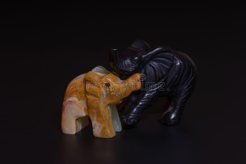 大象小雕象 库存例证
