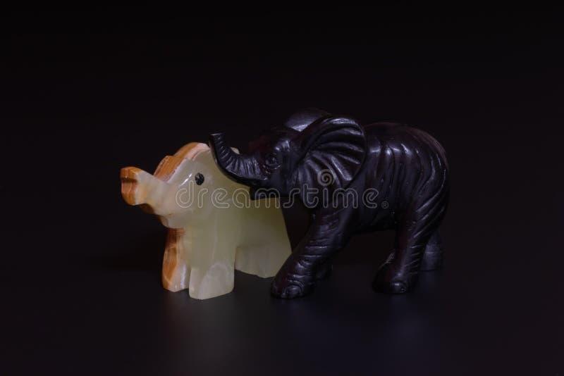 大象小雕象 免版税库存图片