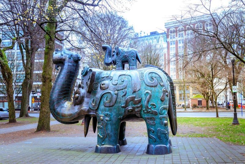 大象雕象在珍珠区,老镇唐人街,波特兰, 免版税库存图片