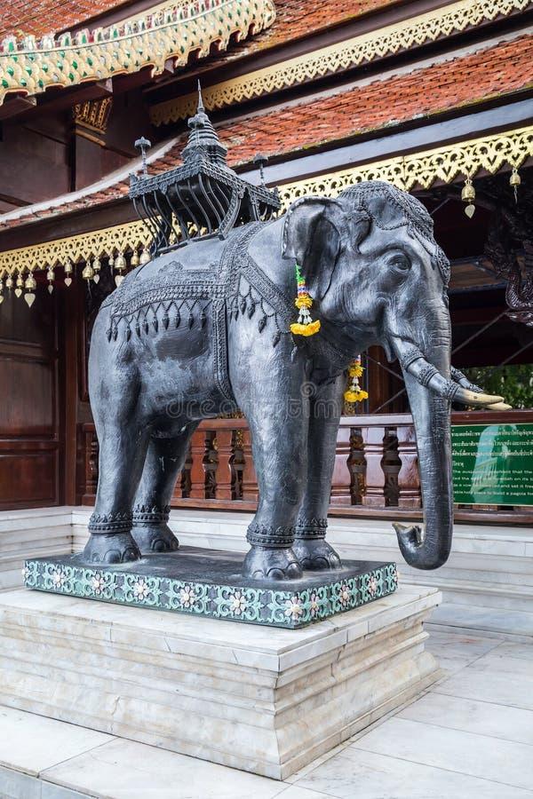 大象雕象在Wat Phrathat土井素贴,清迈的 库存照片