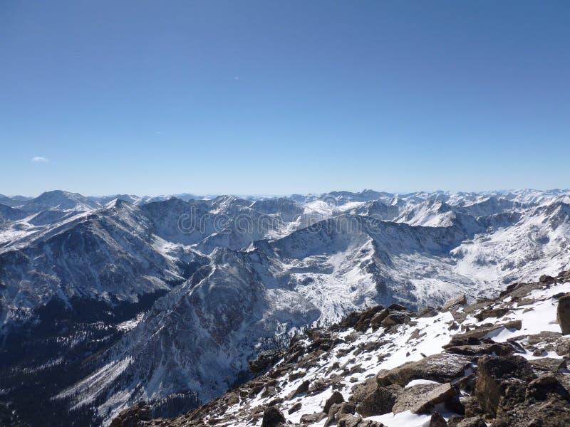 大距离前景hochwart mt晃动山顶 巨型在冬天 岩石科罗拉多的山 免版税图库摄影