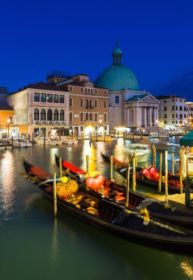大运河在威尼斯在晚上 图库摄影