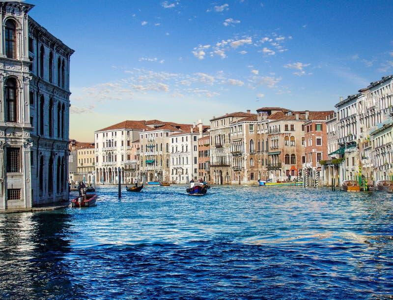 大运河威尼斯旅馆和小船  免版税图库摄影