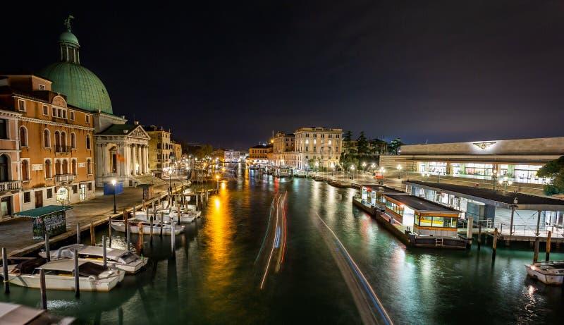 大运河的看法在从Scalzi桥梁的晚上在威尼斯,意大利 库存图片