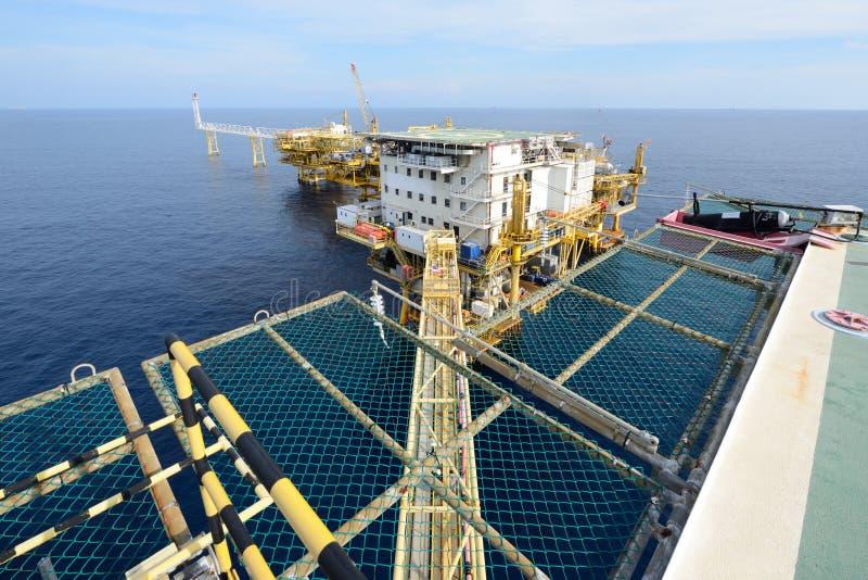大近海抽油装置 免版税库存图片