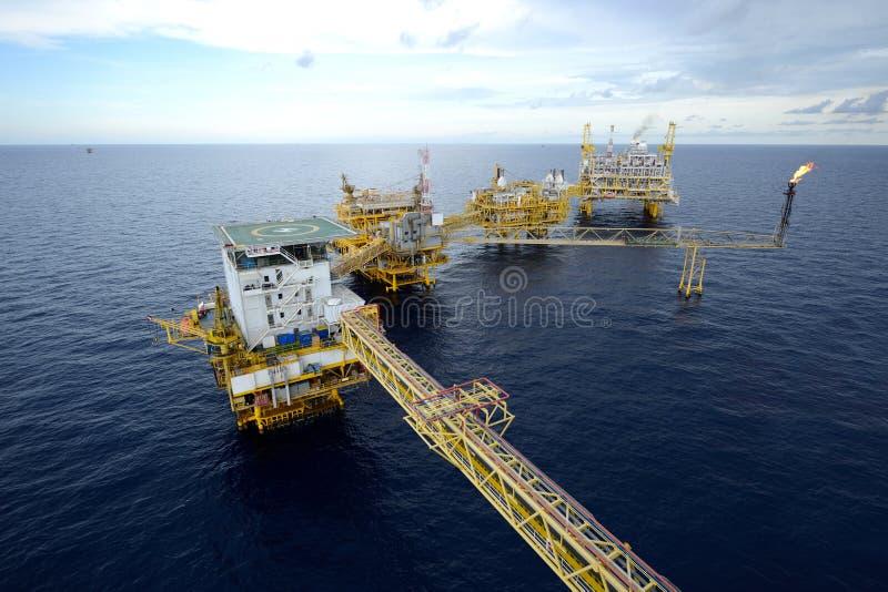 大近海抽油装置 免版税图库摄影