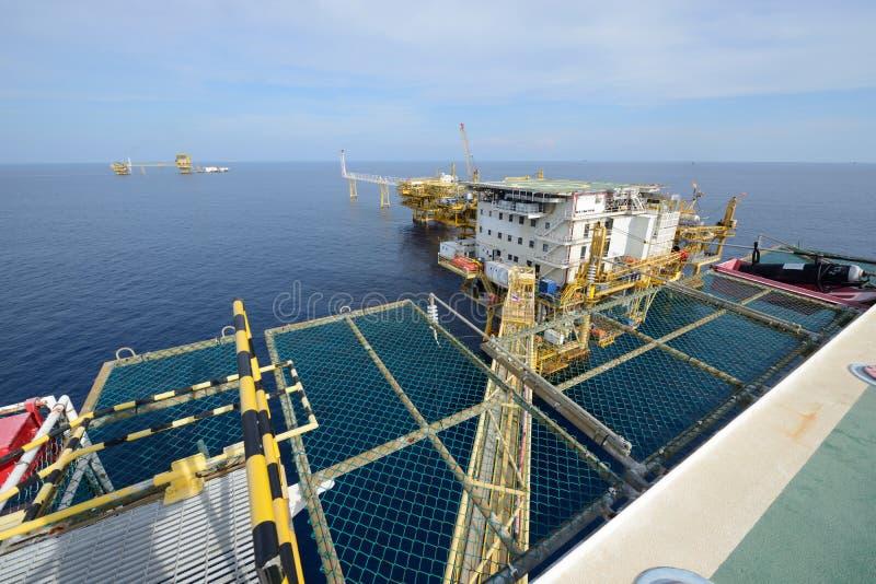 大近海抽油装置 免版税库存照片