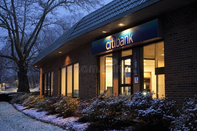 大通银行店面在晚上 库存图片